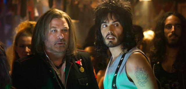 Alec Baldwin parla del suo bacio con Russell Brand in 'Rock of Ages'