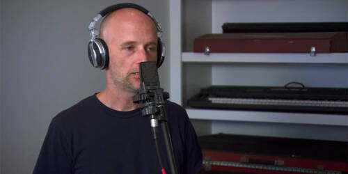 Backstage colonna sonora con Moby - The Bourne Legacy