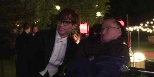 La Teoria del Tutto: Featurette Stephen Hawking sul set del film