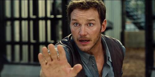 Jurassic World - Clip Owen salva un lavorante