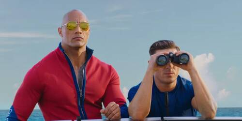 Baywatch con Dwayne Johnson e Zac Efron - Trailer italiano Rred Band